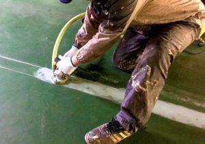 工場白線の床面研磨下地処理