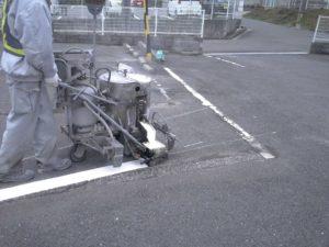 駐車場の区画線塗装