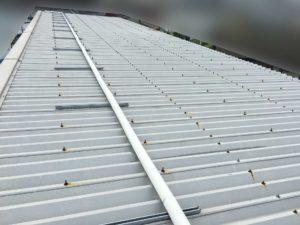 工場折板屋根の断熱塗装前