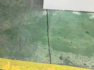 工場床面FRPのヒビ割れ