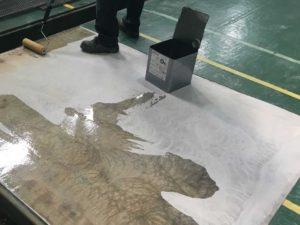 工場FRP床のプライマー塗装