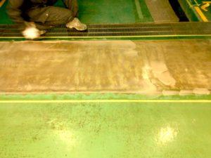 工場FRP床のパテ処理