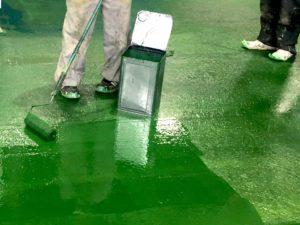 工場FRP床のトップコート塗装