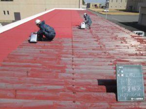 折板(板金)屋根の錆止め塗装作業