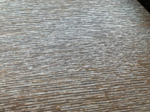 室内木製カウンター劣化の接写